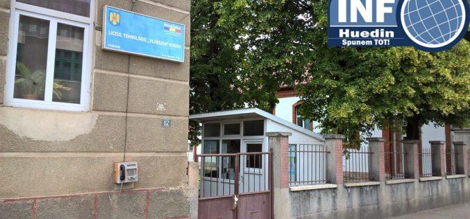 Liceenii români pot aplica pentru bursa FLEX 2018-2019. Când se fac înscrierile