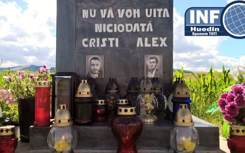 FOTO – Atmosferă sfâșietoare în locul în care Cristian și Alexandru au murit. La un an de la accidentul din Călata nu se cunoaște adevăratul criminal