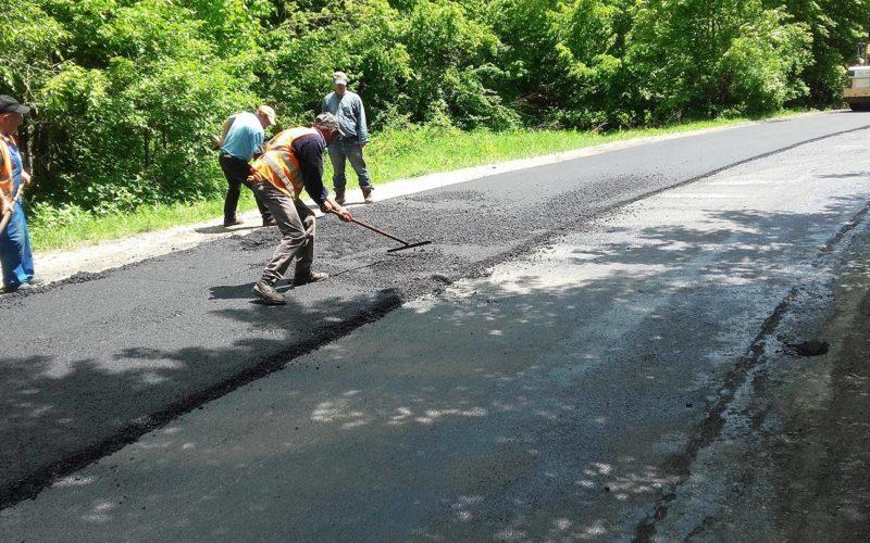 Lucrări de asfaltare pe drumul județean Râșca – Beliș
