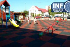 VIDEO – Primăria Huedin a dat peste 2 miliarde de lei vechi firmei de casă Euro New Garden SRL pentru amenajarea a două parcuri de joacă