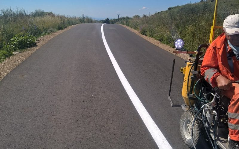 Lucrări de marcaje rutiere pe mai multe drumuri judeţene, inclusiv pe cele din zona Huedinului