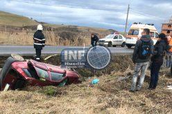 FOTO – Accident grav la ieșire din Huedin. O șoferiță din Poieni s-a dat cu mașina peste cap