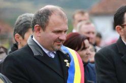 Gheorghe Boca, primarul din Poieni, face preș din lege. Și primarul din Beliș a făcut la fel