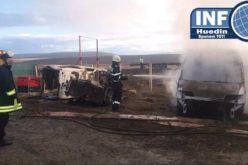 FOTO – Incendiu la un parc de dezmembrări auto din Huedin