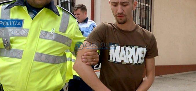 FOTO – Lorant Kudor Duka sfidează Poliția după ce a omorât o bătrână și a fugit cu cadavrul ei pe capotă