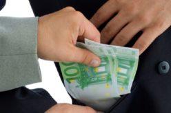 Mafia lemnului: 20.000 de euro mită pentru un procuror