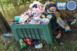 FOTO – Parc de joacă sau groapă de gunoi? Primăria și Poliția Locală Huedin dorm