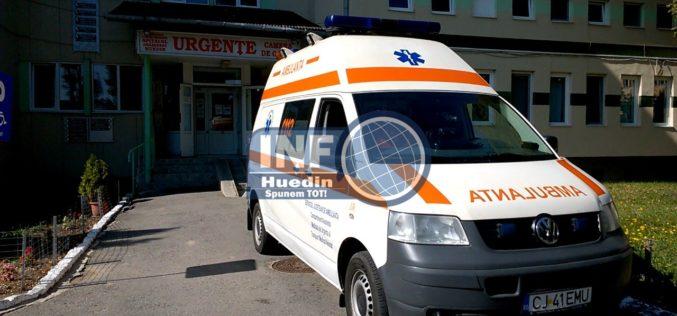 Microbuz cu 6 persoane la bord, răsturnat la ieșire din Huedin. Două femei, duse la spital