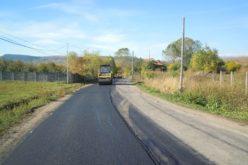 FOTO – Lucrări de întreţinere pe drumul judeţean DJ 108C, pe sectoarele Mănăstireni – Ardeova şi Ardeova – DN1