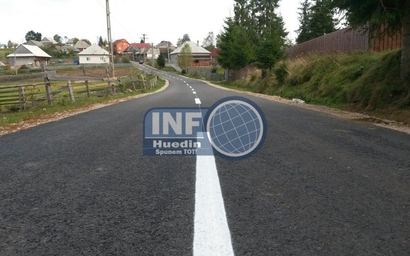 FOTO – Lucrări de marcaje rutiere pe mai multe drumuri judeţene