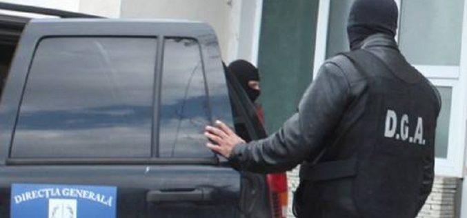 EXCLUSIV- Femeie din Huedin, prinsă în flagrant de DGA în timp ce mituia un polițist din Aeroportul Cluj-Napoca