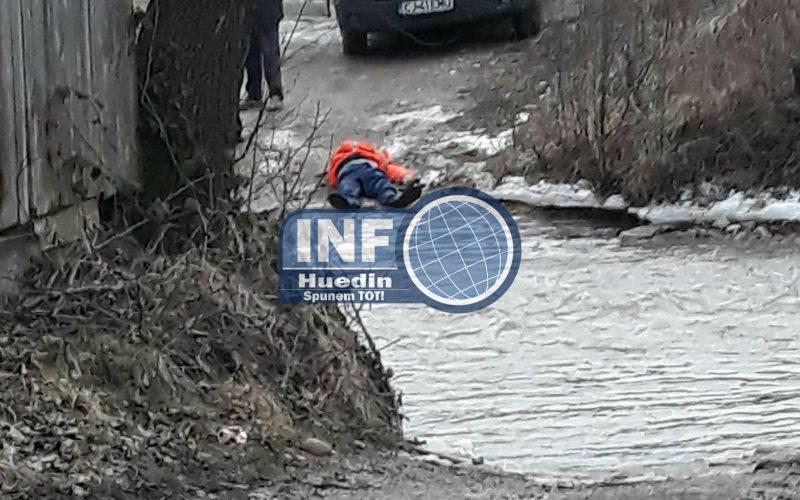 FOTO – Angajat al unei firme, găsit mort într-o vale din Negreni