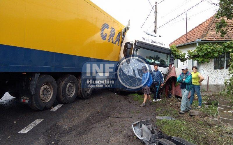 FOTO/VIDEO – Accident la Negreni
