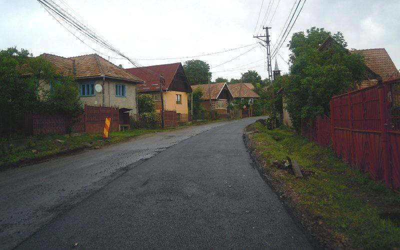 A demarat etapa de asfaltare pe drumul județean 108C (DN 1) – Ardeova