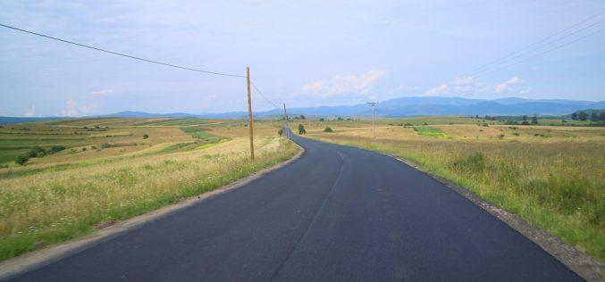 Au fost finalizate lucrările de asfaltare pe drumul județean 108C (DN 1) – Ardeova. Restricțiile de tonaj ar fi bune
