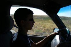 Un copil de 15 ani și un bărbat, prinși la Mărișel în timp ce conduceau fără permis