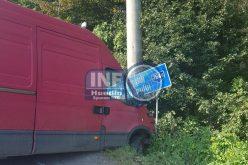 FOTO – Accident la Valea Drăganului. Un șofer s-a crezut deștept, dar și-a stricat duba