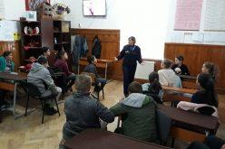 Polițiștii Agenției Naționale Antidrog, în școlile din Poieni și Valea Drăganului. Nu au fost singurele instituții de învățământ vizitate