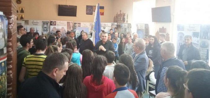 """FOTO – Cum a fost la """"Temple și Sinagogi din România"""", expoziție organizată la Huedin"""