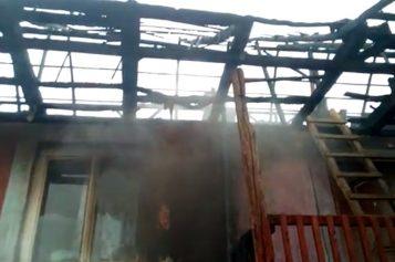 În Postul Crăciunului o familie din Huedin are nevoie de ajutor. Casa soților Răcășan a fost mistuită de foc